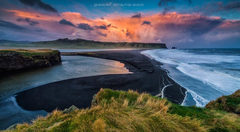 playa de islandia al atardecer