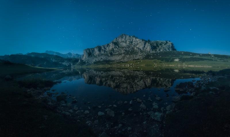 Fotografoa nocturna de los lagos de Covadonga en Picos de Europa